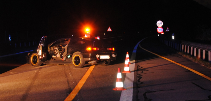 Der Mann konnte sich nach dem Unfall aus dem Auto selber befreien. (Bild: Schaffhauser Polizei)