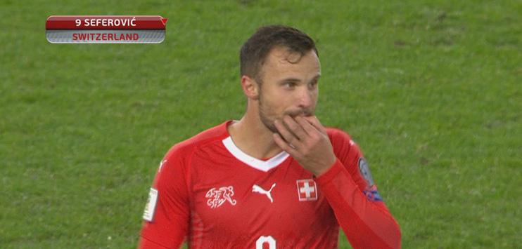 Seferovic reagierte genervt auf die Pfiffe der Fans. (Bild: Screenshot SRF)