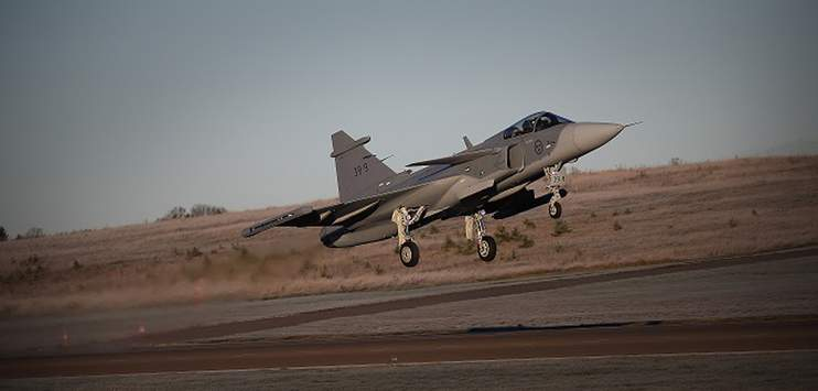 Der schwedische Gripen von Saab ist eines von fünf Kampfflugzeugen zu denen die Schweiz Offerten eingeholt hat. (Bild: saabgroup.com)