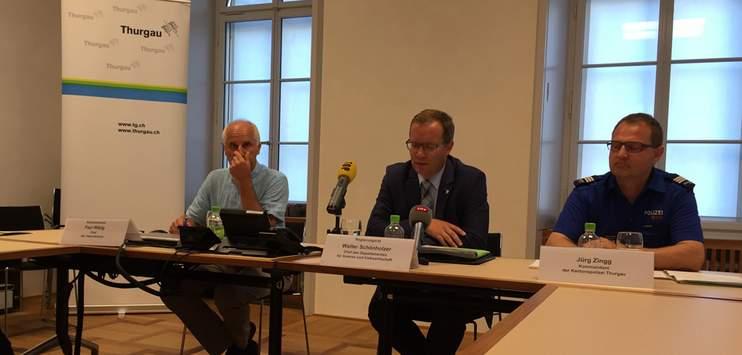 Paul Witzig (links) neben dem Thurgauer Regierungsrat Walter Schönholzer (Archivbild: RADIO TOP/Raphael Wallimann)
