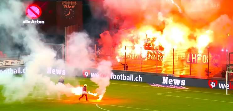Die Spielabbrüche wie hier das Spiel GC gegen Sion haben bei den Clubbossen das Fass zum Überlaufen gebracht. (Screenshot: srf)