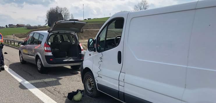 Ein schwerer Unfall auf der A1 hat das Leben eines jungen Pannenhelfers gefordert. (Bild: Kantonspolizei St.Gallen)