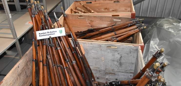 Beim Mann in Degersheim wurden im Dezember 2017 rund 280 Waffen gefunden (Bild: Kantonspolizei St.Gallen)