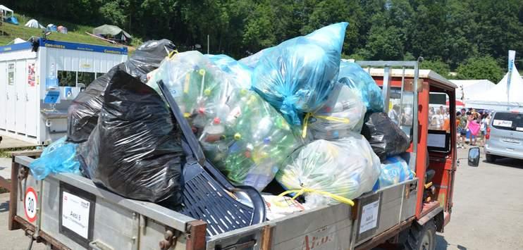 Trotz der grossen Abfallberge war ein grosser teil des Inhalts umweltfreundlich. (Bild: RADIO TOP/Marija Lepir)