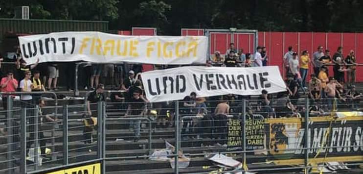 Beim Skandalspiel hatten Fans des FC Schaffhausen ein frauenfeindliches und sexistisches Banner aufgehängt. (Bild: facebook.com/Toja Rauch)