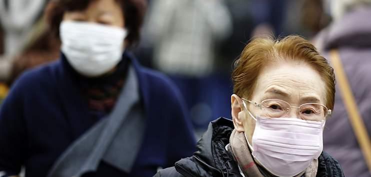 Der Coronavirus, welcher in der chinesischen Stadt Wuhan ausgebrochen ist, beschäftigt nun auch internationale Schweizer Firmen. (Bild: Keystone / AP)