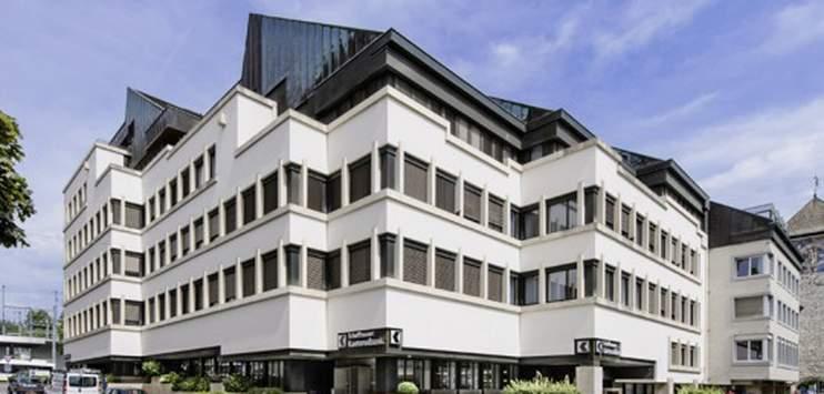 Ein 33-jähriger Italiener hat mit einem Beil die Hauptfiliale der Schaffhauser Kantonalbank betreten. (Bild:www.shkb.ch)