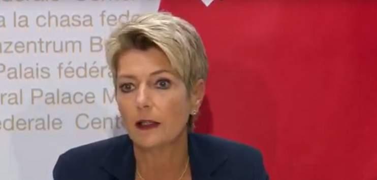 Die Bundesrätin Karin Keller-Sutter muss für ihren Vorschlag Kritik einstecken. (Bild: Screenshot/Youtube)