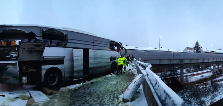 Um weitere Unfälle wie jenen vom letzten Dezember zu verhindern, stellte das Astra Betonblöcke vor dem Autobahnende auf. (Bild: TELE TOP/Matthias Ganz)