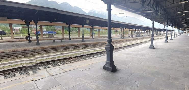 Am Bahnhof Domodossola brach die schwangere Frau zusammen. (Bild: google.ch/maps)