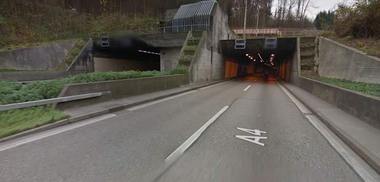 Am Samstagnachmittag sind im Gubrist-Tunnel sieben Autos ineinander geprallt. (Screenshot: Google Maps)