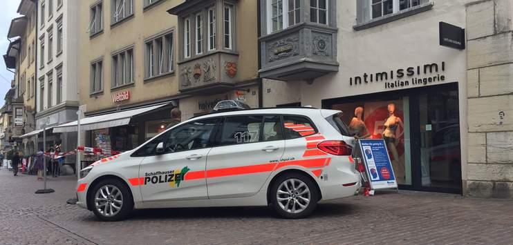 Nach dem Kettensägen-Angriff wurde die Schaffhauser Vorstadt grossräumig abgesperrt (Bild: Daniel Schmuki/RADIO TOP)
