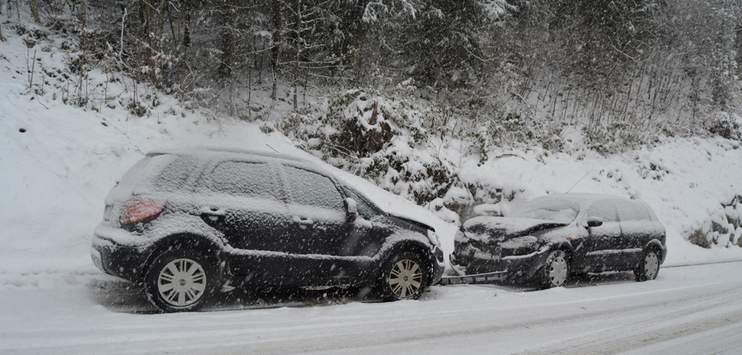 In den meisten Fällen waren die Autofahrer für diese Wetterverhältnisse zu schnell unterwegs. (Bild: Symbolbild Unfall bei Schnee/Kantonspolizei Ausserrhoden)