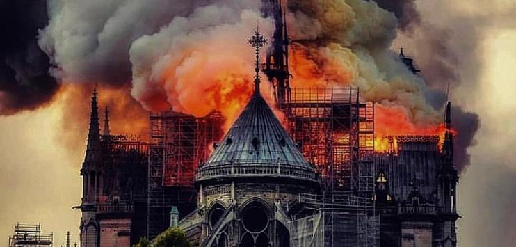 Das Dach der Kathedrale wurde praktisch vollständig zerstört. (Bild: twitter.com/@Parshajyoti1)