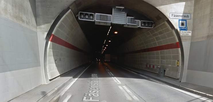 In den Tunnels Cholfirst und Fäsenstaub sowie in der Galerie Schönenberg auf der A4 bei Schaffhausen müssen die Betriebs- und Sicherheitsanlagen erneuert werden. (Screenshot: Google Maps)