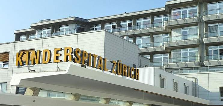 Das Kinderspital Zürich klärt nun rechtliche Konsequenzen. (Bild: commons.wikimedia.org/Adrian Michael)
