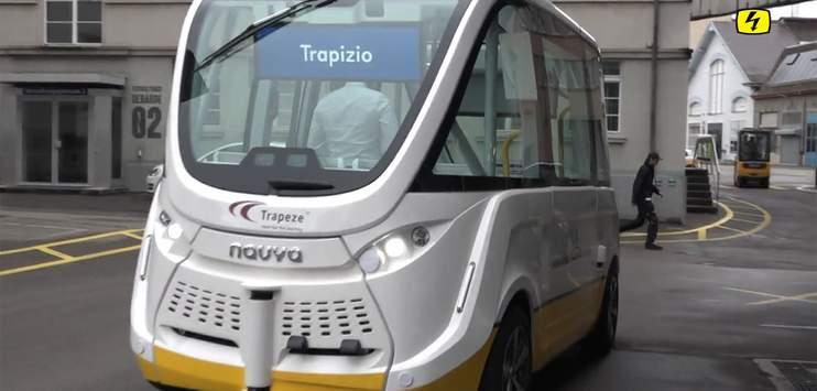 Der selbstfahrende Bus soll bereits übermorgen wieder auf die Strasse. (Bild: Screenshot TELE TOP)