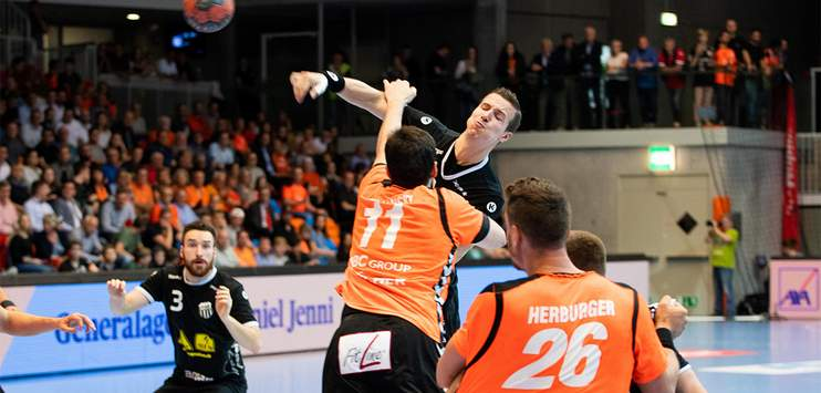 Die Kadetten Schaffhausen gewinnen das erste Duell der Saison gegen Pfadi Winterthur. (Bild: kadettensh.ch)