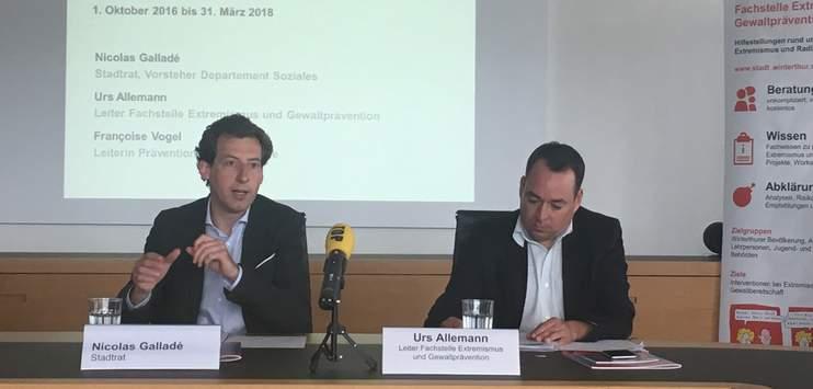 Der Winterthurer Stadtrat Nicolas Galladé und der Fachstellen-Verantwortliche Urs Allemann bei einer Bilanz-Medienkonferenz im Juli. (Bild: RADIO TOP/Sarah Frattaroli)