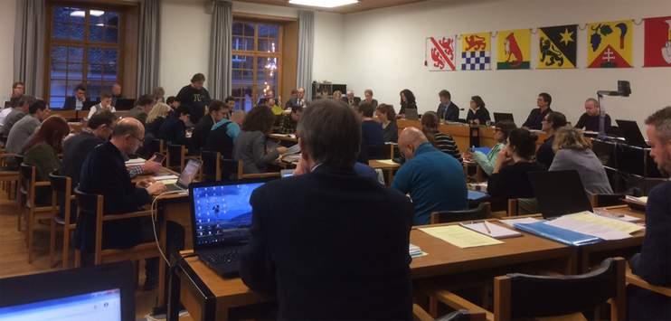 Der Winterthurer Gemeinderat bei der Budgetberatung (Bild: RADIO TOP/Vera Büchi)