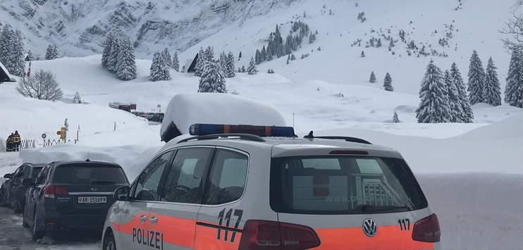 Die Kantonspolizei und das Tiefbauamt Appenzell Ausserrhoden sowie weitere Einsatzkräfte der Feuerwehr und der Alpinen Rettung Schweiz sind vor Ort. (Bild: RADIO TOP/Elena Oberholzer)