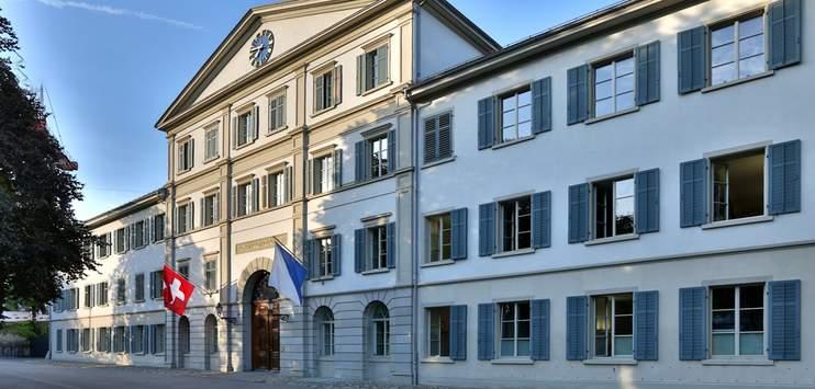 Der Schachtdeckel-Werfer zieht das Urteil vor das Zürcher Obergericht weiter (Bild: gerichte-zh.ch)